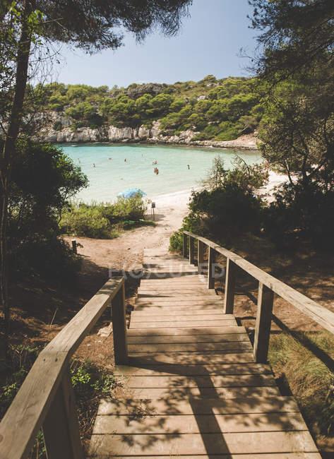 Spagna, Isole Baleari, Minorca, passeggiata in spiaggia a Cala Macarella — Foto stock