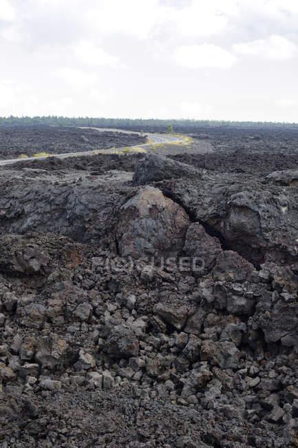 США, Гаваї, великий острів, Національний парк вулканів ланцюга з кратерів дороги між лави краєвид — стокове фото