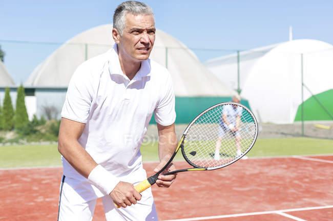 Портрет гравець в теніс на тенісних кортах — стокове фото