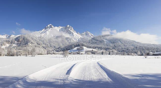 Австрія, Зальцбург, Saalfelden, Steinerenes Меєр, зимовий пейзаж штат бігових лиж треків в снігу — стокове фото