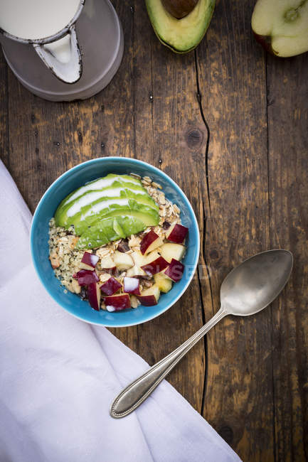 Muesli di apple superfood, avocado con i semi di canapa organica — Foto stock