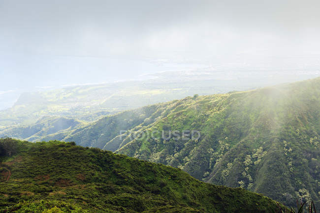 США, Гавайи, Мауи, пейзаж с хребта Вайхи — стоковое фото