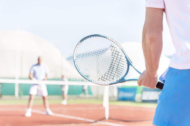 Теніс гравець, який має тенісний рекет — стокове фото