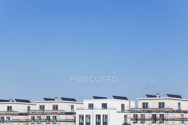 Solar panels on roofs of residential buildings, Cologne Widdersdorf, Germany — Stock Photo