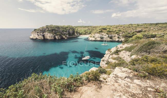 Spagna, Isole Baleari, Minorca, Macarella baia con cala Macarelleta durante il giorno — Foto stock