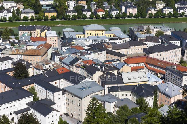 Австрія, Зальцбург, видом на історичне Старе місто від фортеці Хоензальцбург — стокове фото