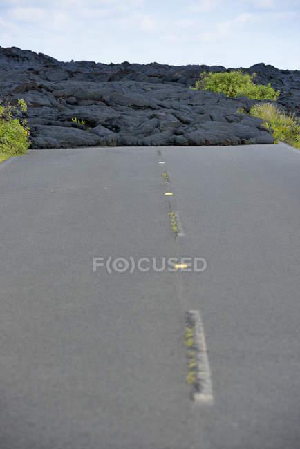 США, Гаваї, Великому острові, Національний парк вулканів, застигла лави по смузі стару ланцюг кратерів дороги — стокове фото