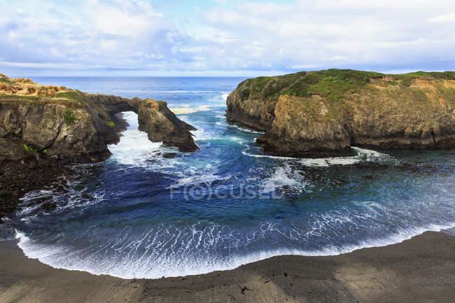 USA, California, Mendocino Headlands State Park, Mendocino, Pacific Coast, View to rock arch — Stock Photo