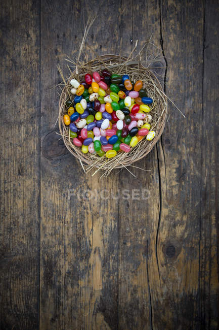 Top view of colorful jelly beans in nest bowl — Stock Photo