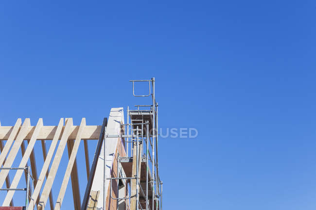 Germany, Cologne Widdersdorf, gable of residential house under construction — Stock Photo
