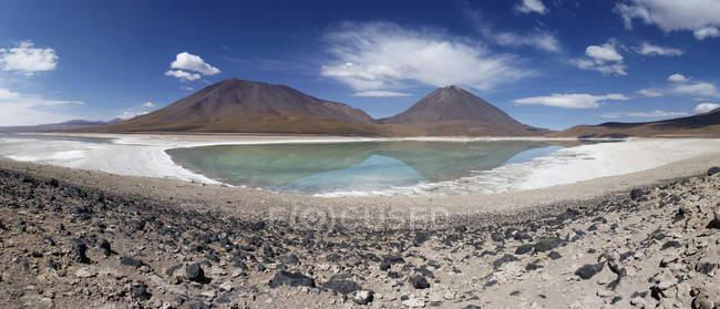 Bolivien, Laguna Verde, Licancabur Vulkan — Stockfoto