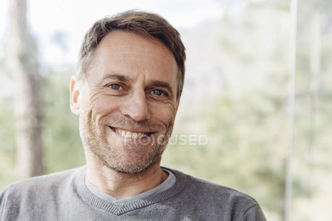 Portrait of smiling mature man — Stock Photo