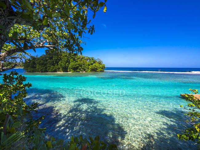 Карибского бассейна, Большие Антильские острова, Ямайка, Портленд приход, Порт-Антонио, вид на остров Pellew — стоковое фото