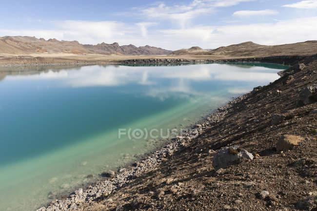 Iceland, Reykjanes, lakeshore of crater lake Graenavatn — Stock Photo