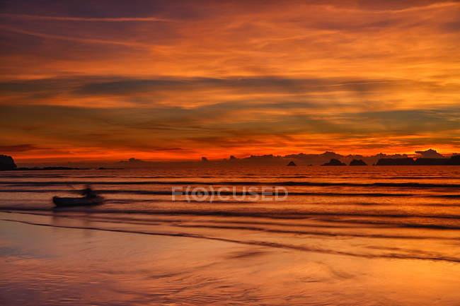 France, Bretagne, Goulien, Tas de Pois, coucher de soleil — Photo de stock