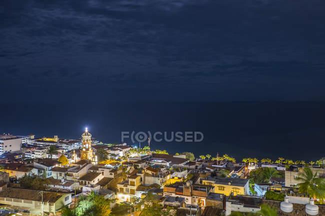 Мексика, Пуерто-Вальярта, центру міста вночі — стокове фото