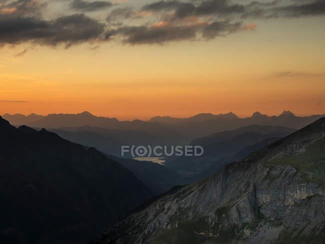 Vista de Edelweissspitze Austia, estado de Salzburgo, Zell am See bajo nubes - foto de stock