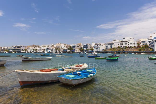 Spanien, Kanarische Inseln, Lanzarote, Arrecife, Blick auf Charco de San Gines — Stockfoto