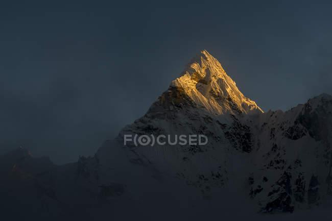 Nepal, Khumbu, Everest Region, ama dablam Sonnenuntergang auf dem Gipfel — Stockfoto