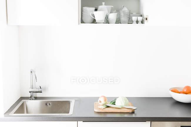 Cozinha moderna, armário de cozinha aberta — Fotografia de Stock