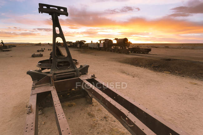 Bolivien, Potosi Department, Zug Friedhof bei Sonnenuntergang — Stockfoto