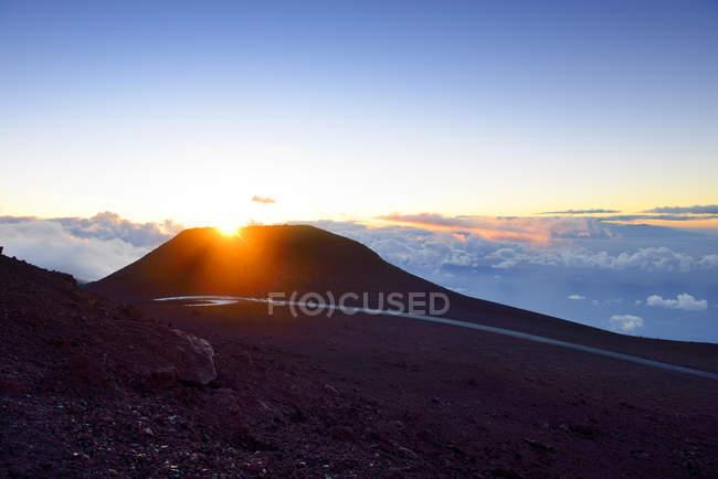 EUA, Havaí, Maui, Haleakala, pôr do sol no topo da montanha — Fotografia de Stock