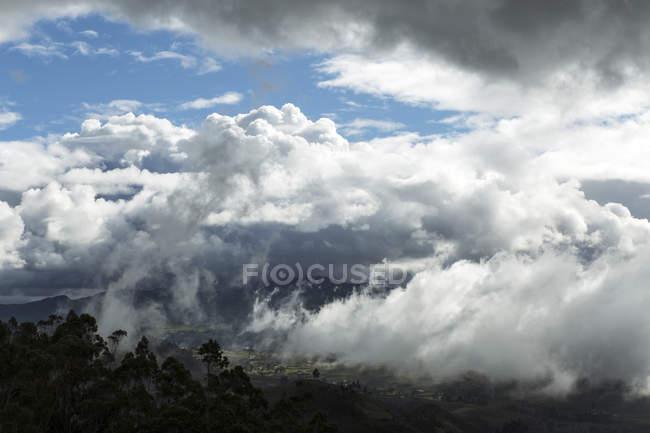Ecuador, canar, ingapirca ruinen unter wolken — Stockfoto