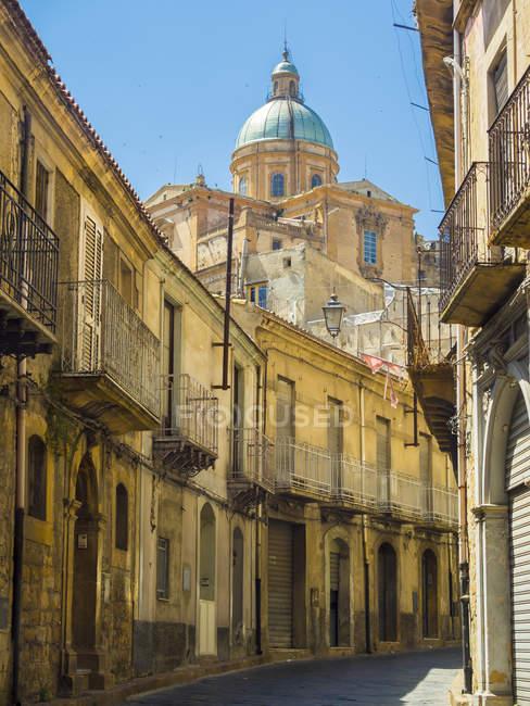 Італія, Сицилія, провінція Енна, П'яцца Армерина, Віа Романа, собор Марія Сантіссіма Асунта — стокове фото
