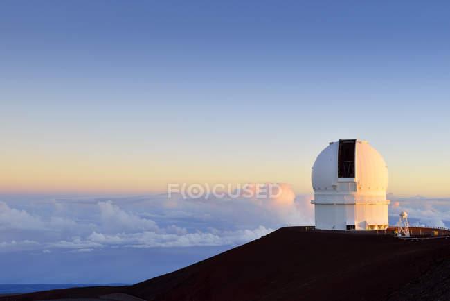 США, Гаваї, Великому острові, Мауна-Кеа, переглянути observatoriy в ранковому світлі — стокове фото