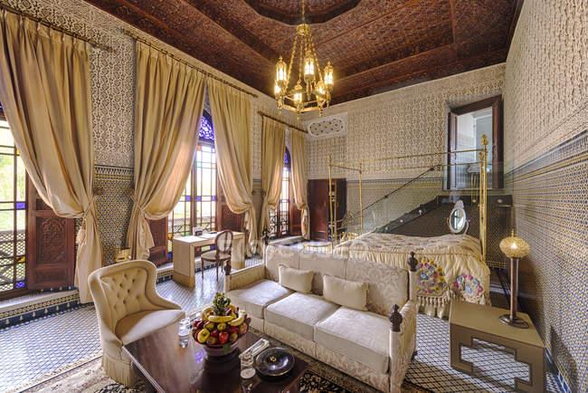 Марокко, номер готелю Феса, Готель Riad Fes, в приміщенні — стокове фото