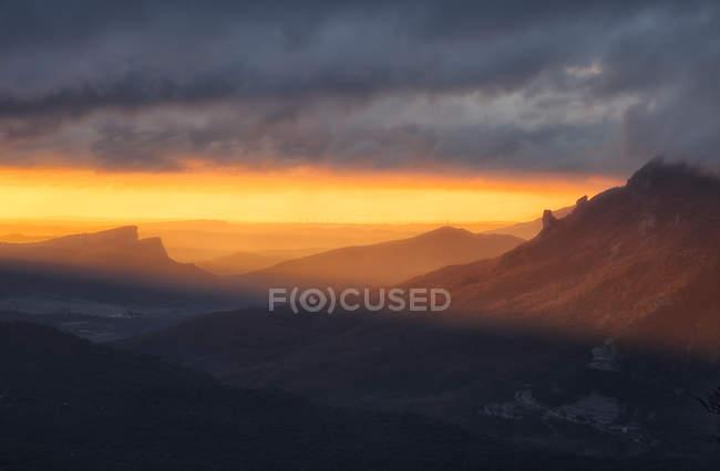 Spain, Navarra, Sierre de Urbasa, view of hills at sunset — Stock Photo