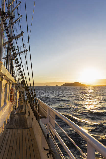Тихий океан, парусник на Галапагосских островах — стоковое фото