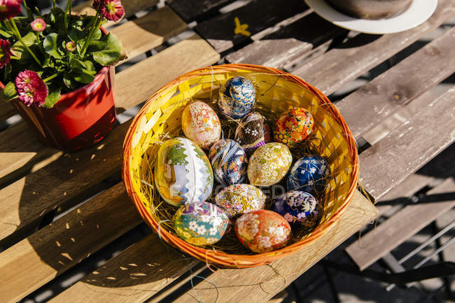Easter eggs with Japanese paper in bowl — Stock Photo