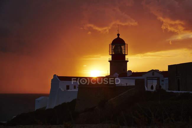 Phare de Cabo Sao Vicente au coucher du soleil — Photo de stock