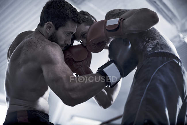 Two boxers fighting in boxing ring — Stock Photo