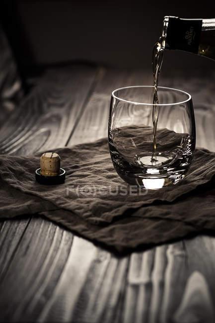 Scotch single malt whiskey being poured into tumbler — Stock Photo