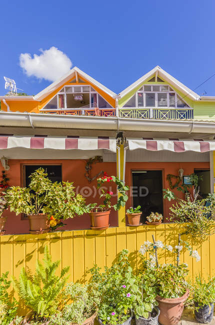 Caribe, Antilhas, Pequenas Antilhas, Martinica, Les Anse d 'Arlet, Casas durante o dia — Fotografia de Stock