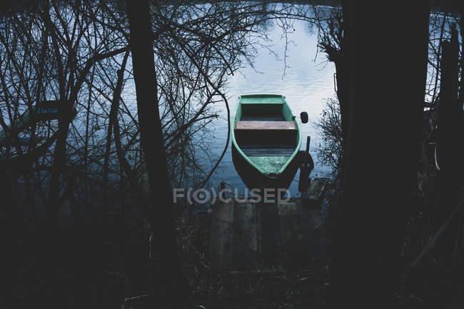 Deutschland, Roxheim, vertäut Boad über Wasser — Stockfoto