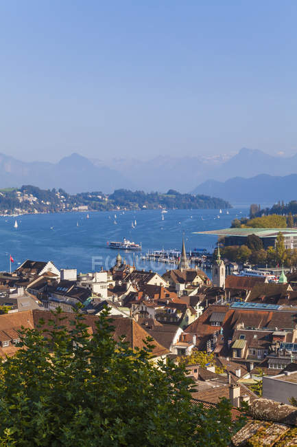 Switzerland, Canton of Lucerne, Lucerne, Old town, View to Lake Lucerne with paddlesteamer and boats, Lucerne Culture and Congress Centre — Stock Photo
