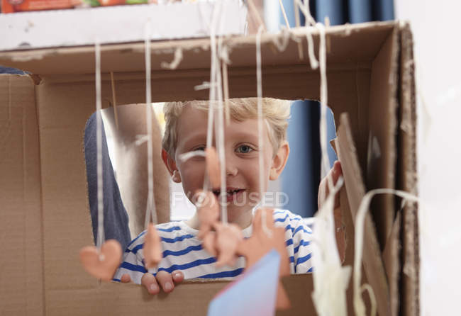 Father and kids playing with self made toys — Stock Photo