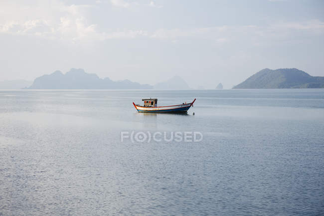 Thailand, boat at low tide in bay during daytime — Stock Photo