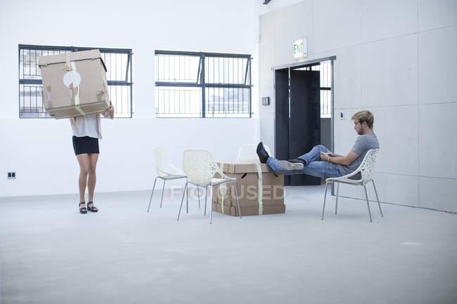 Ufficio creativo persone incontro prima di trasferirsi in — Foto stock
