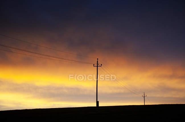 Austria, linea elettrica contro il cielo di tramonto — Foto stock