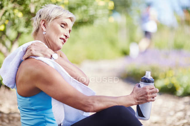 Woman relaxing after jogging — Stock Photo