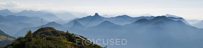 Allemagne, Bavière, Tegernsee, vue depuis Wallberg à la soirée, le Panorama des Alpes bavaroises — Photo de stock
