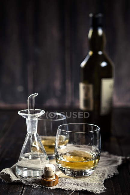 Water caraffe with spout and tumblers with Whisky — Stock Photo