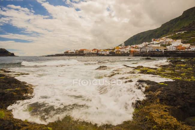 Spain, Canary Islands, Tenerife, View of Garachico with seascape and mountains — Stock Photo