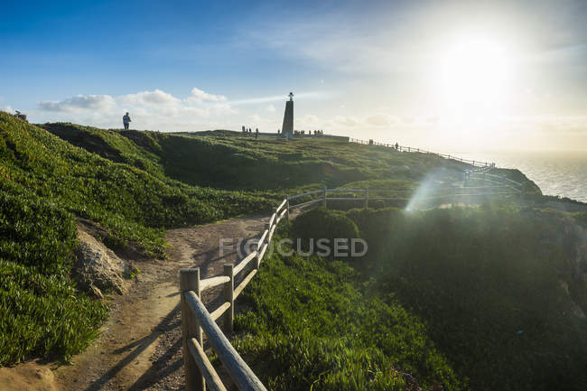 Portugal, Cabo da Roca, Backlight of a track leading to the monument of Europe 's most western point — стоковое фото