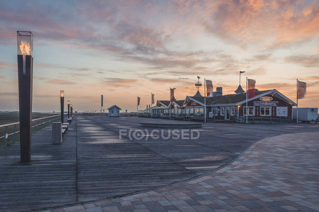 Німеччина, спогади про Шлезвіг-Гольштейн, St міського, захід сонця на пристані — стокове фото