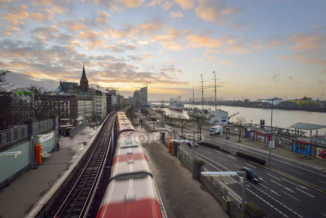 Германия, Гамбург, восход на краю гавани — стоковое фото